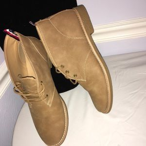 Women Tommy Hilfiger shoes size 10M.